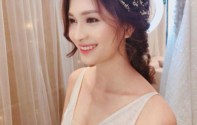Bạn đang tìm một chiếc váy cưới không quá hở hang mà vẫn tôn lên nét đẹp quyến rũ trong ngày trọng đại? – Váy cưới cổ chữ V là sự lựa chọn hoàn hảo dành cho