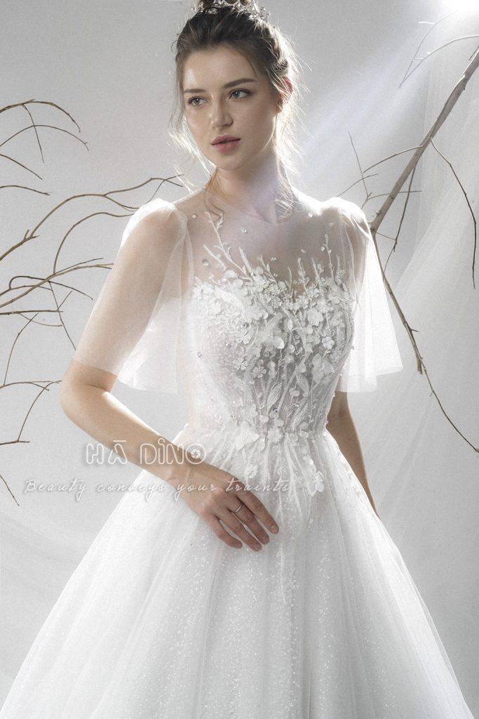 Váy cưới LD.9933 xoè to tay ngắn nhấn hoa rơi