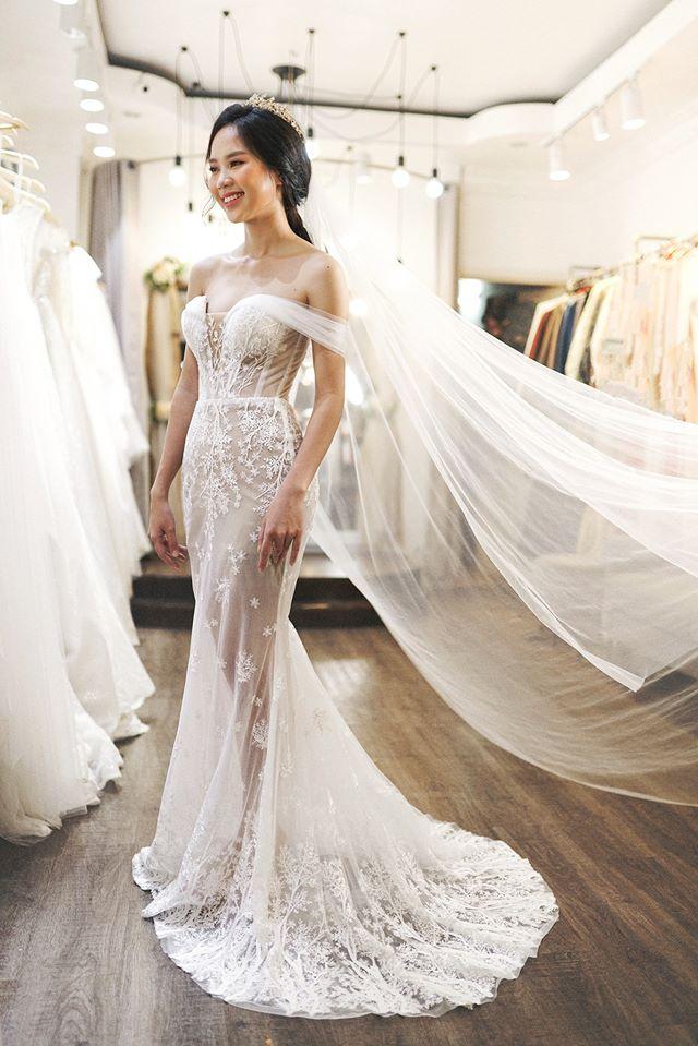 Nó còn tạo nên một làn gió mới và dự sẽ là hot trend trong suốt mùa cưới 2020. Sau đây Hà Dino sẽ điểm qua 5 xu hướng váy cưới Hot trend của năm 2020!