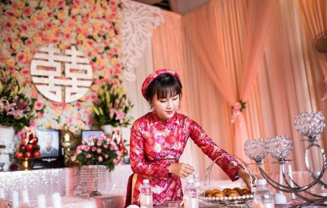 Trong lễ ăn hỏi, tráp cưới được hiểu như việc mang lại may mắn và hạnh phúc cho cặp vợ chồng. Cùng Hà Dino tìm hiểu một số điều kiêng kỵ khi bê tráp ăn hỏi.