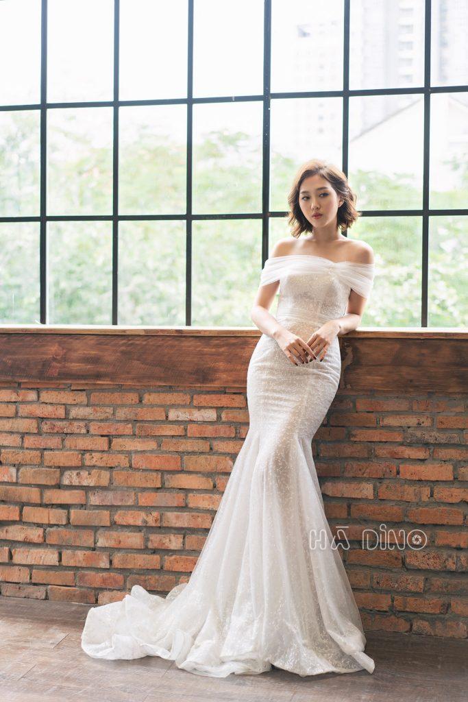 Bởi vì khi bạn khoác lên mình váy cưới đuôi cá bạn sẽ hoàn toàn biến thành một người khác – Một nữ hoàng quyến rũ khiến bao nhiêu người mê đắm.