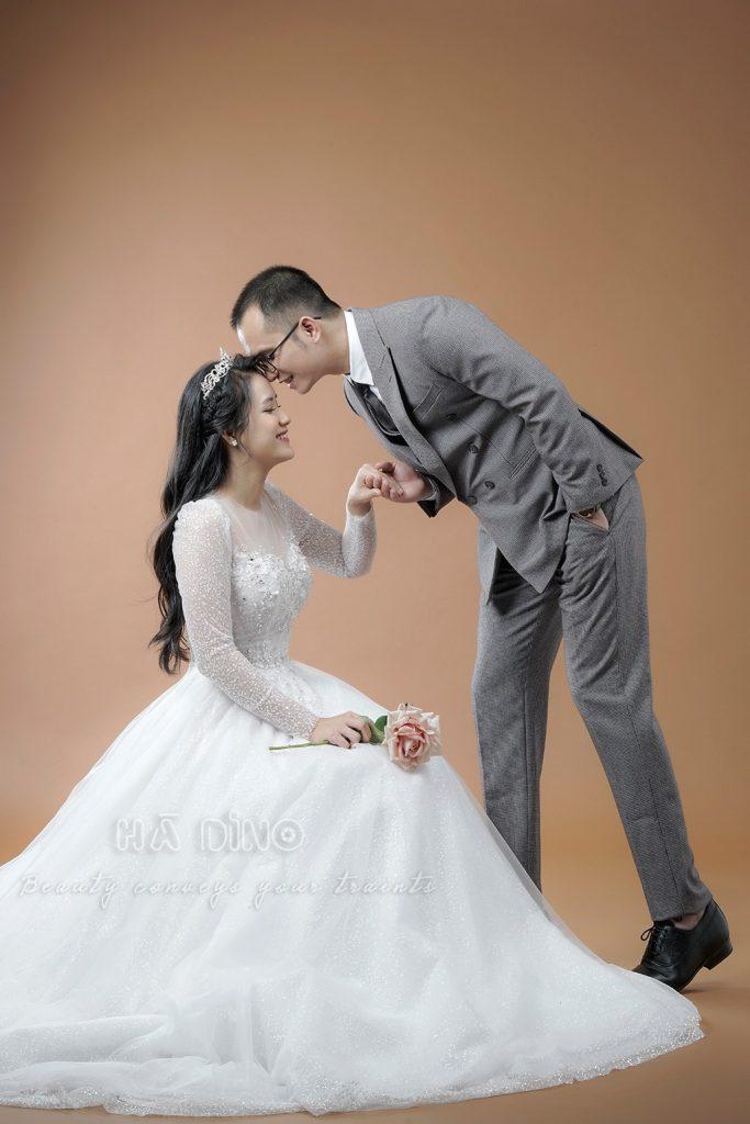 là cực kỳ quan trọng và cần thiết. Vậy các cặp đôi chụp cưới mùa dịch nên làm gì để bảo vệ sức khoẻ của mình? Cùng Hà Dino tìm hiểu ngay nhé!