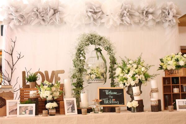 lMột kế hoạch Pre – wedding hoàn hảo, có rất nhiều điều cần suy nghĩ. Về kiểu tóc, trang điểm, ánh sáng, thời tiết, cách tạo dáng,… Tham khảo bài viết