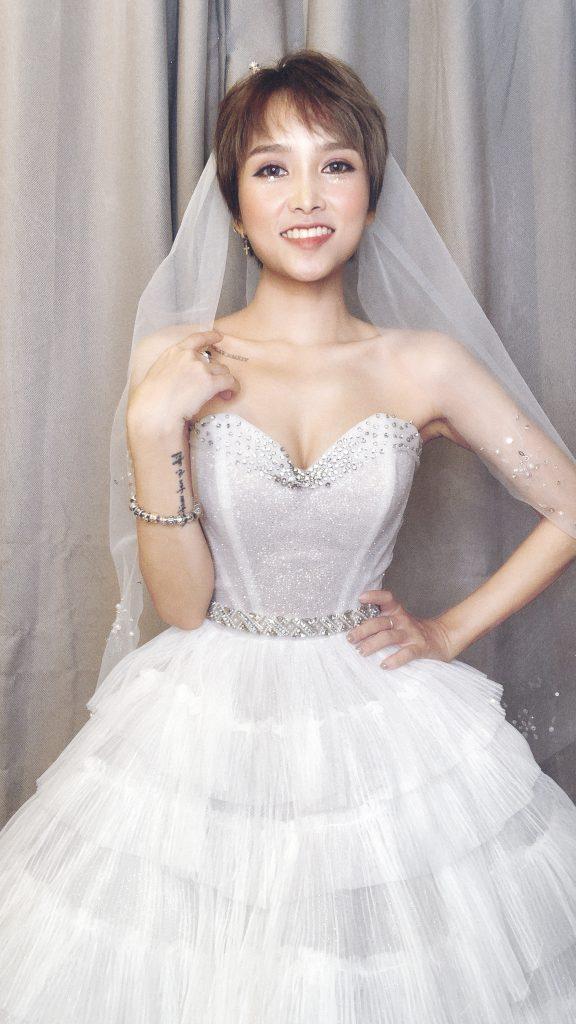 """Hãy cùng Hà Dino điểm qua những mẫu váy cưới cho cô dâu 1m50. Đây sẽ là """"cứu cánh"""" cho những bạn có chiều cao khiêm tốn. Cùng khám phá ngay thôi nào!"""