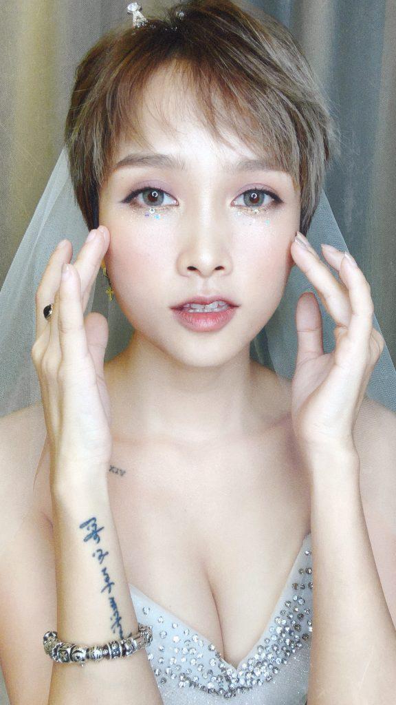 những nhược điểm cố hữu trong lối trang điểm thông thường. Hãy cùng Hà Dino tìm hiểu ngay 5 kiểu trang điểm cô dâu chuẩn phong cách Hàn Quốc nhé!