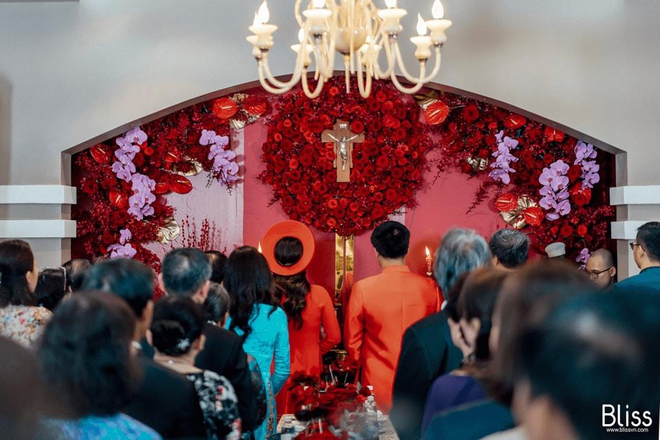 và trong khi tiến hành lễ, công giáo có khá nhiều nghi thức cần được giải quyết. Cùng Hà Dino tìm hiểu những nghi thức lễ cưới công giáo nên biết nhé!
